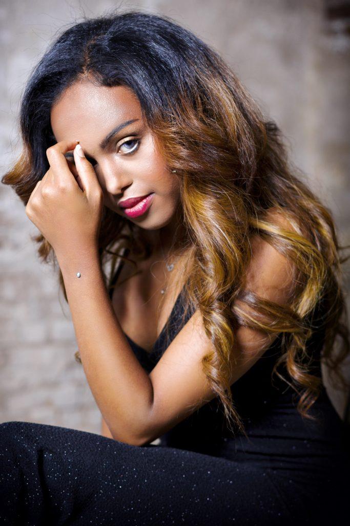 Photo: Robroek Photography | Makeup: SENONA